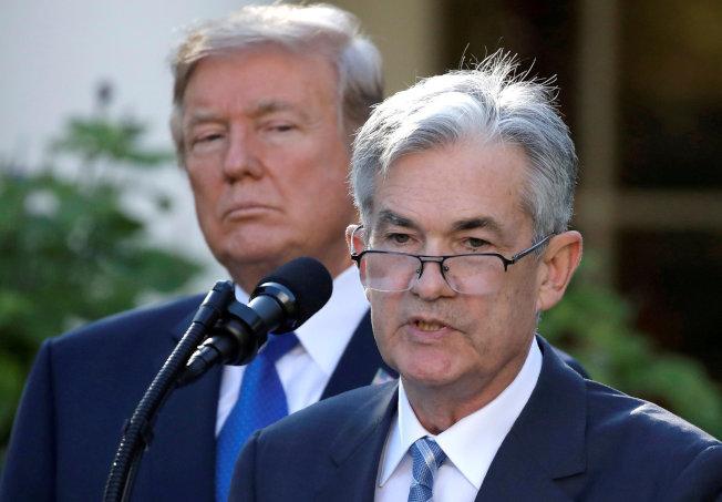 川普總統在2017年11月在白宮宣布提名鮑爾為新任聯準會主席,三年下來,川普認為在金融政策上鮑爾極不配合。(路透)