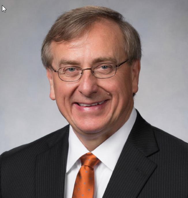 佛州收入第二高的大學校長佛羅里達大學(UF)校長W. Kent Fuchs,年薪113萬1114元。(取自UF官網)