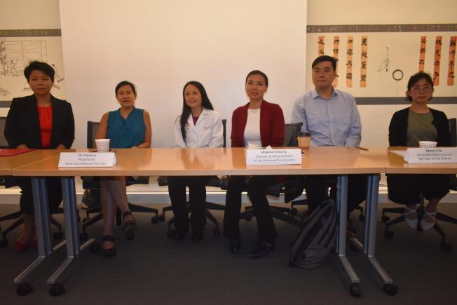 34--華埠眾多機構代表呼籲公眾不要停止申領公共福利。左起:馮弘美、張佩玉、黎琴何、張麗娜、朱健溢、林語慧。(記者黃少華╱攝影)