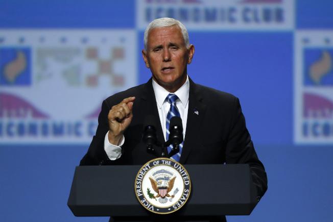 副總統潘斯19日在底特律經濟俱樂部演講,籲中國尊重香港法律。(美聯社)      Pence Vice President Mike Pence speaks at the Economic Club of Detroit, Monday, Aug. 19, 2019. (AP Photo/Paul Sancya)