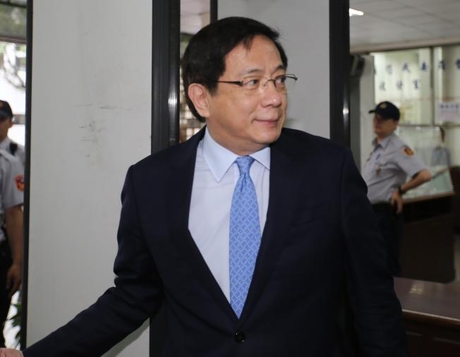 管中閔兼職案19日進行言詞辯論,台灣大學校長管中閔前往高院法庭,面對媒體記者詢問不發一語。(記者許正宏/攝影)