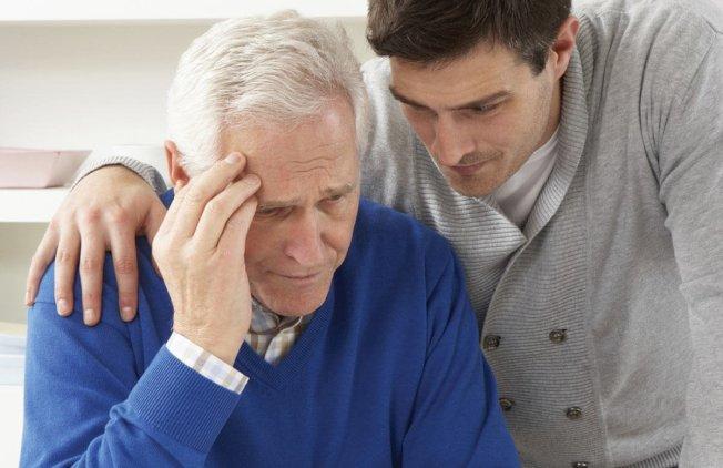 美國耆老在財務上更可能被家人剝削,而不是在陌生人手下受害。(取自推特)