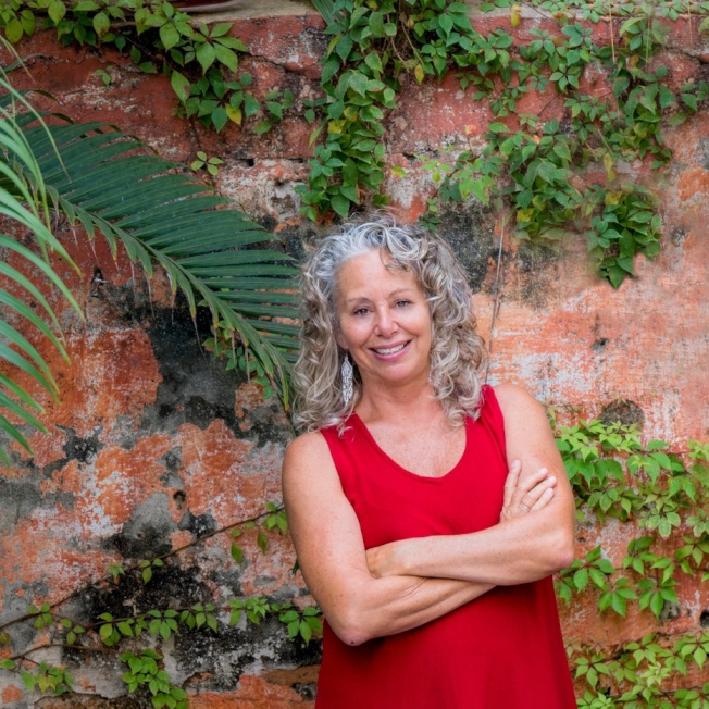 單親媽珍妮特.布萊瑟曾失業、低薪,掙扎過日,後來移居墨西哥馬薩特蘭退休,每月生活費只需千元。(取自臉書)