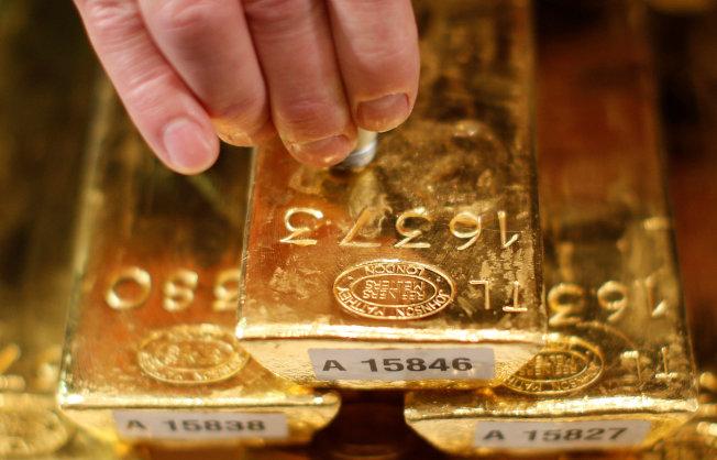 墨比爾斯建議,投資組合約10%配置在實體黃金上。路透