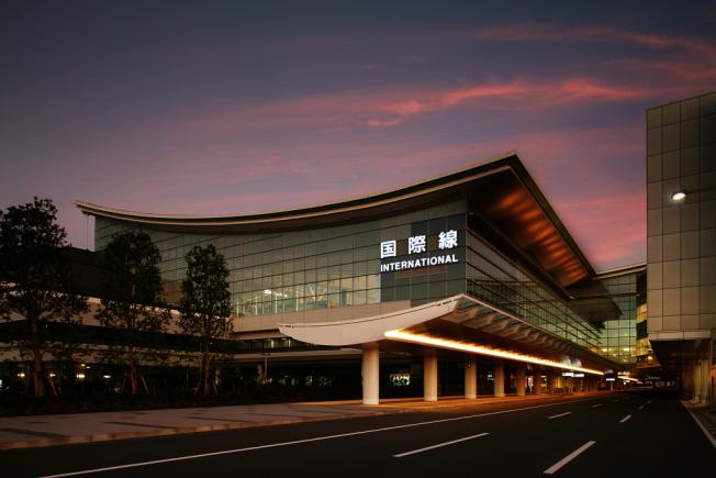 羽田空港距離東京市區15分鐘車程,明春起可從IAD機場直飛。(Wiki)