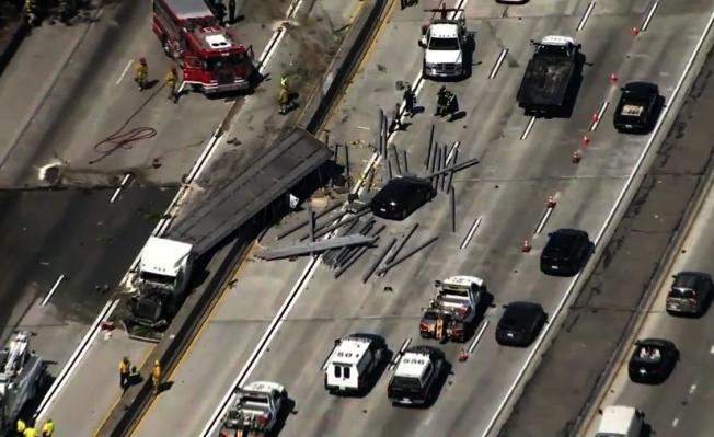 405號公路長堤路段因大貨車發生事故,導致交通大面積癱瘓。(ktla5視頻截圖)