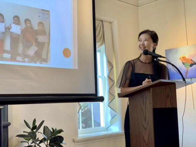 凱瑞中文學校教師宋琳分享直映教學經驗。(記者王明心/攝影)