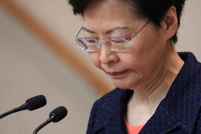 香港特首林鄭月娥20日開記者會,回應18日維園集會。(路透)