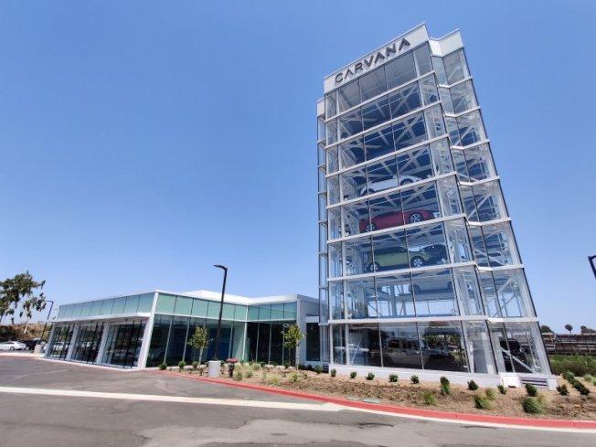 西敏市新開張的卡凡納「汽車自動販賣機」大樓。(KTLA電視台)