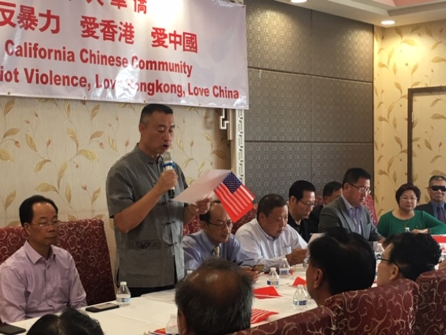 針對香港近期暴亂事件,南加州華人華僑20日舉行反港獨反暴亂愛香港愛中國大型座談會,譴責香港暴力,表達對香港特區政府和中國中央政府的支持。(記者楊青/攝影)