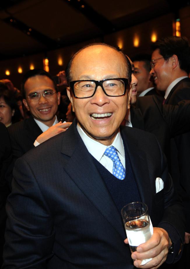 香港首富李嘉誠旗下的長實集團以27億英鎊收購英國酒吧與釀酒集團Greene King。(中通社)