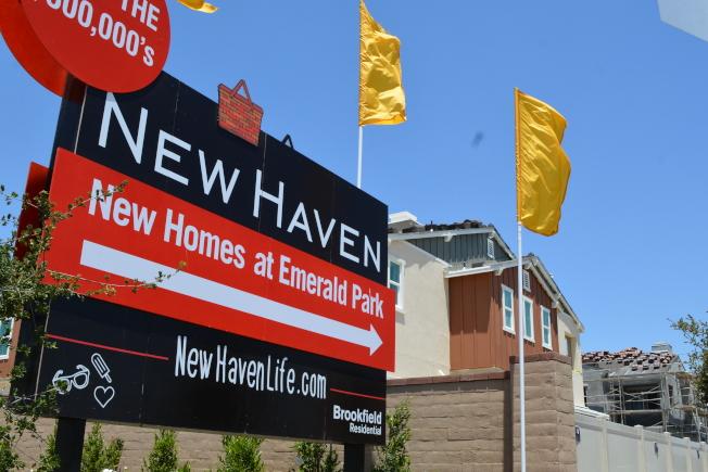 安大略牧場又有開發商興建第二期建案,334棟新屋,預計2021年完成。圖為安大略牧場其中建案之一正在銷售。(記者啟鉻/攝影)