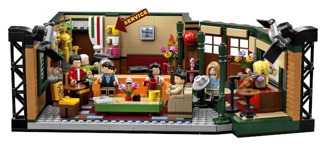 「六人行」將滿25歲,製作公司看準商機,趁機推出包括玩具擺設、咖啡等各種商品。(美聯社)