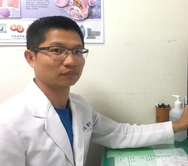 耳鼻喉科醫師賴文森提醒,頸部出現腫塊又不會痛,可能是癌症轉移造成,應儘速就醫檢查。(圖:南投醫院提供)