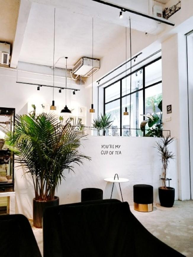 黑、白色系是眾多高顏值餐廳中,很受年輕人喜歡的設計。圖為網紅餐廳。(取材自微博)
