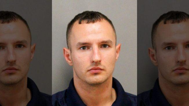日前美國一名男子玩笑開過頭,竟假扮警察將一名真正的探員攔下,最後卻遭多項罪名被捕。取材自FOX NEWS