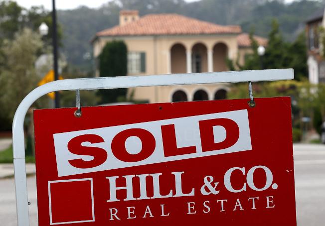 夫妻出售房屋,增值部分有50萬元免稅,但需符合擁屋和居住規定。(Getty Images)