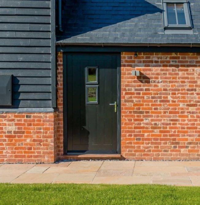 調查顯示,裝有黑色或炭灰色前門的房屋,售價比預期高出6271元。(取自推特)