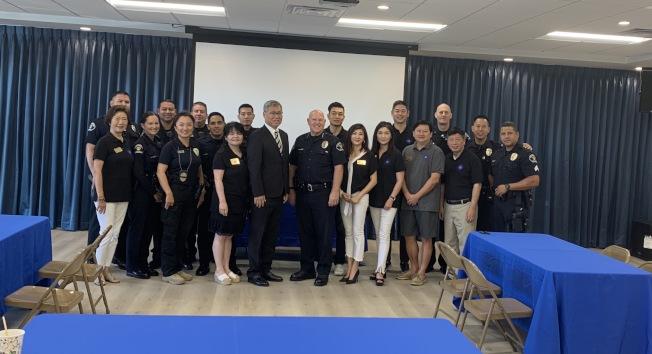 聖瑪利諾華協邀請市府各部門負責人、市政經理、警察局長、消防局長等。(華協提供)
