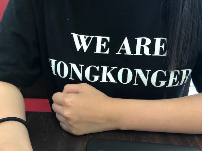 肖同學說,自己是香港人,雖然身在美國,每天對香港高度關注。(本報記者/攝影)