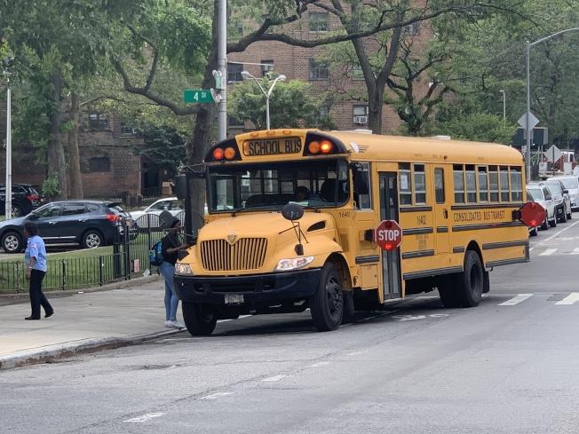 市教育局表示,全市所有校車將在9月5日新學年第一天啟用GPS定位裝置,以解決多年來校車延誤引發的家長憂慮。(記者和釗宇/攝影)
