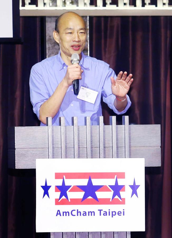 國民黨總統參選人韓國瑜21日應台北市美國商會之邀,以「由能源、科技與開放看台灣經濟發展」為題發表演說,批評蔡政府以意識形態處理能源問題,漠視公投民意。(記者杜建重/攝影)