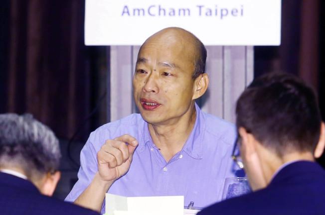 台北市美國商會邀請高雄市長韓國瑜(中)以「從高雄市政到台灣未來 — 由能源、科技與開放看台灣經濟發展」為題發表演說。(記者杜建重/攝影)