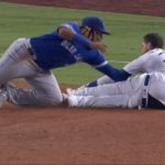 MLB/滑壘滑到脫褲 貝林格慶幸拉鍊有拉