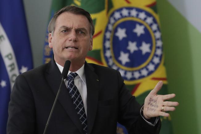巴西總統指非政府組織在亞馬遜雨林縱火。(美聯社)