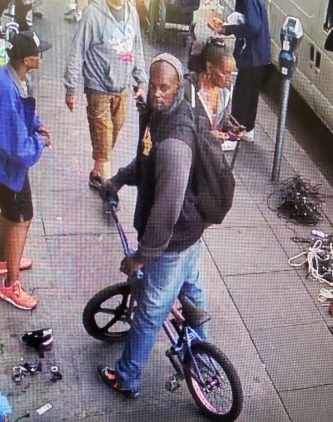 非裔門羅被捕前,警方公布現場拍下的嫌犯照片。(舊金山警方提供)