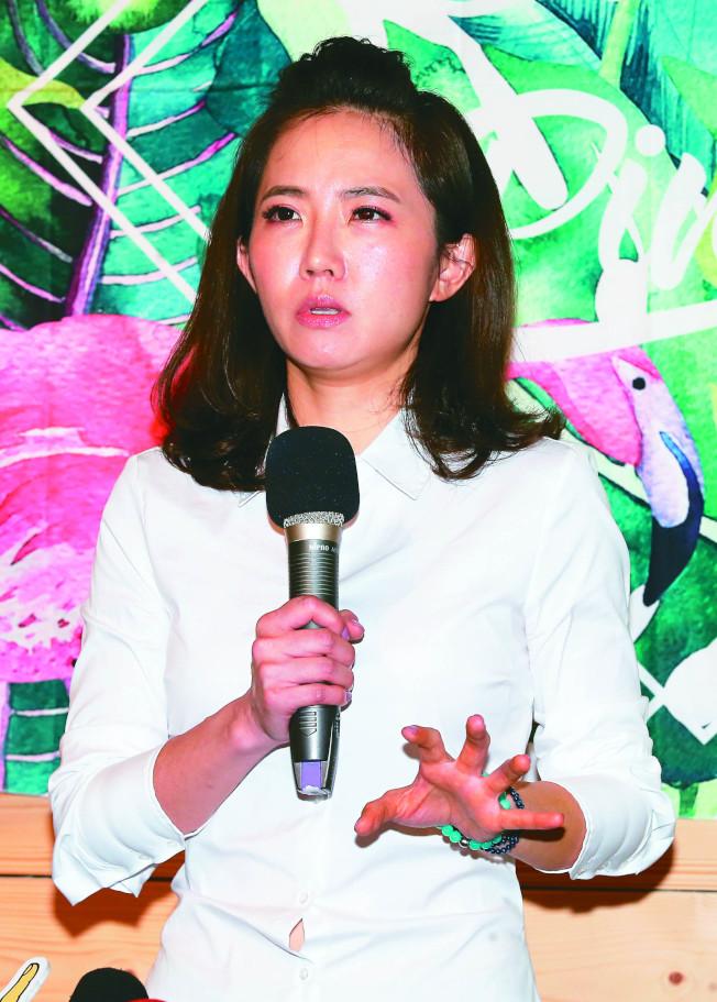 謝忻舉行記者會,跟Grace、阿翔以及阿翔家人道歉。(記者徐兆玄/攝影 )