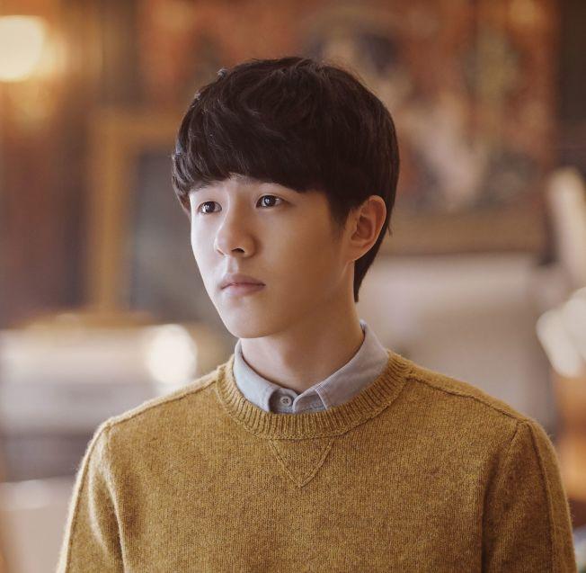 劉昊然和陳都靈因為電影《雙生》被金掃帚獎提名。(取材自微博)