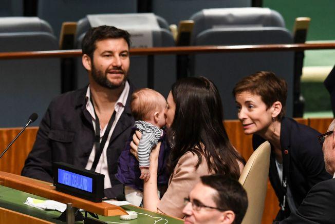 紐西蘭總理阿爾登(中)去年9月曾帶著3個月大的女兒,到美國紐約出席曼德拉和平峰會。Getty Images