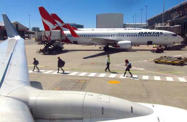 澳洲航空將在今年測試兩條長達19小時的越洋航線,挑戰如何在長途飛行下,找出讓乘客最舒適的方法。路透