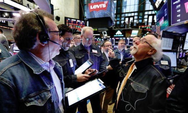 由於諾斯壯公司(Nordstrom)等零售業者財報堅挺,強化了市場對消費需求的信心,美股今天早盤走高。 美聯社