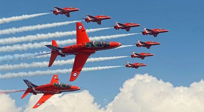 英國皇家空軍紅箭隊過去十年裡首次在北美上空進行表演。(圖片取自紐約空軍秀臉書)