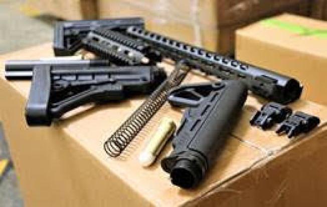 CBP在洛杉磯和長灘港口收繳超過5萬2000件從中國非法進口的槍支零件。(CBP提供圖片)