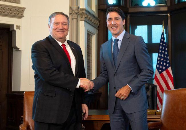美國國務卿龐培歐(左)22日會晤加拿大總理杜魯多(右),否認華為財務長孟晚舟是美中貿易戰談判籌碼的說法。(Getty Images)