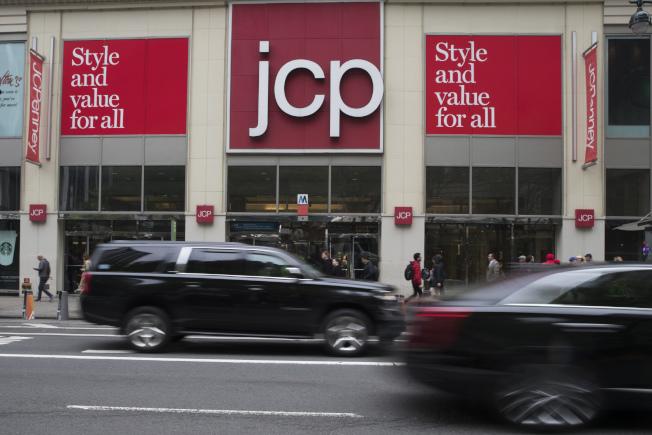 越來越少消費者會去大型購物中心購買服裝、配飾和其他商品。(美聯社)
