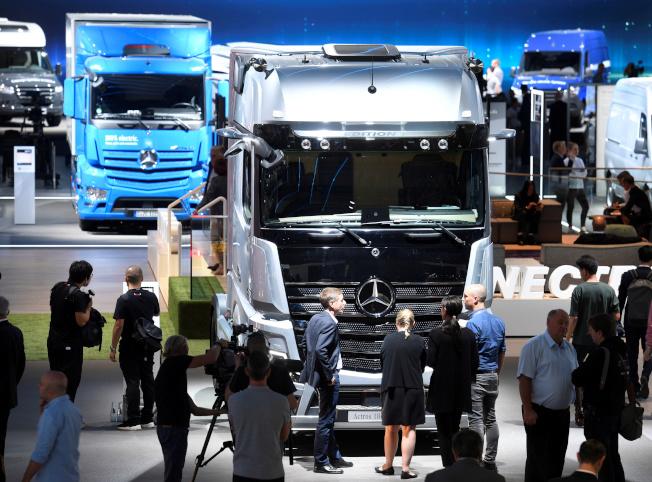 賓士計畫在中國生產重型卡車。(路透)