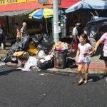 私人垃圾塞滿公共垃圾桶 布碌崙8大道飄惡臭
