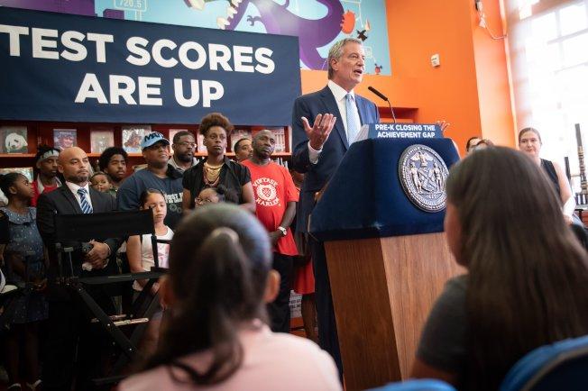 白思豪表示,今年的州會考成績顯示「全面免費學前班」項目卓有成效。(市長辦公室提供)
