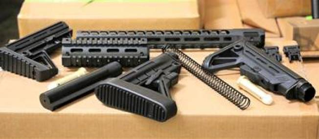 CBP在洛杉磯和長堤港口收繳超過5萬2000件從中國非法進口的槍枝零件。(CBP提供)