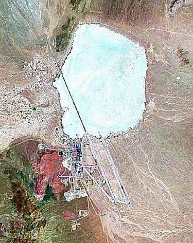 衛星圖鳥瞰內華達州的神秘51區。( 維基百科)