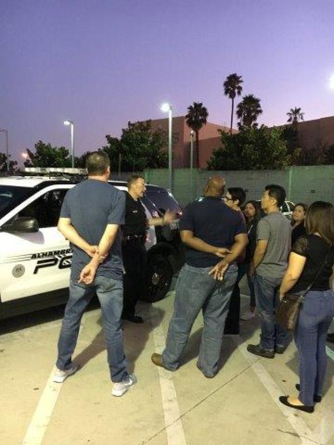 阿市警局社區教育課,深受市民喜愛。圖為上課現場。(阿罕布拉市警局提供)