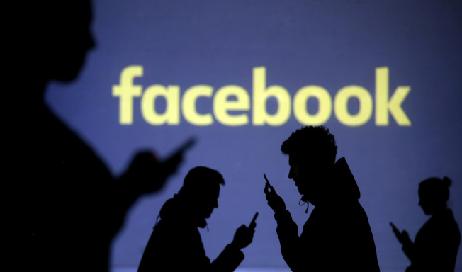 推特與臉書19日同時宣布封閉近千假帳戶,由中國官方在幕後的這些假帳號在香港反送中行動,推發大量不實文宣,違反兩公司的政策。(路透)