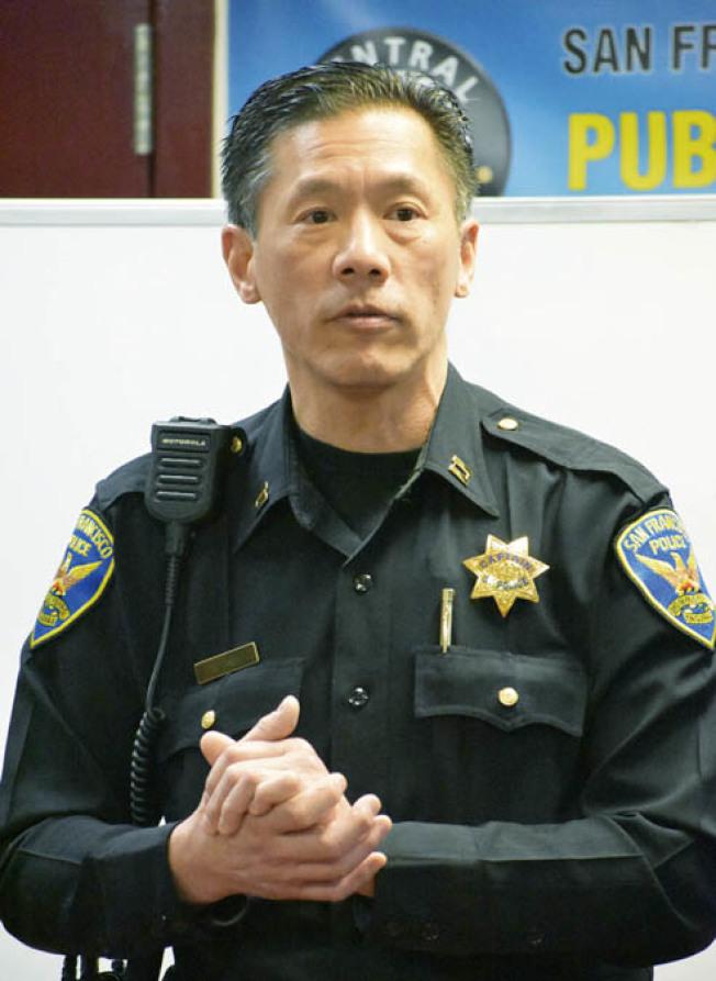 中央分局長易文耀宣布,他已再增加兩名警員專責巡邏華埠,使巡警人數增至六人。(記者李秀蘭/攝影)