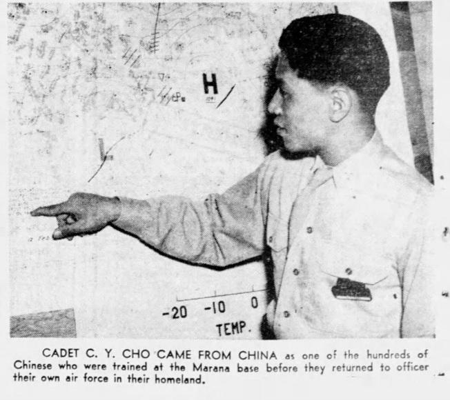 黃勇找到在美殉職的卓志元生前唯一留下的照片—1945年9月2日剪報。卓志元於9月24日殉職。(黃勇提供)