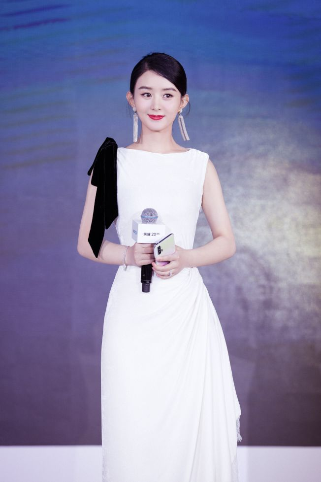 趙麗穎3月初產子,日前正式復出。(取材自微博)
