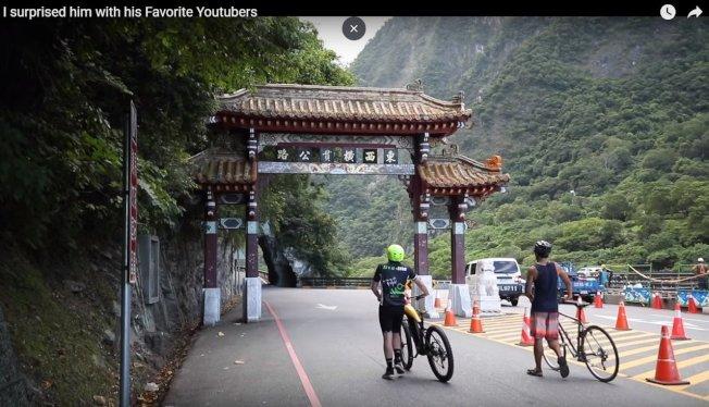 Dan Mace接獲邀請,到台灣與張修修一起登武嶺拍片。取材自Youtube